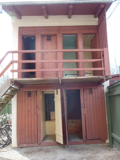 Two storey privvy