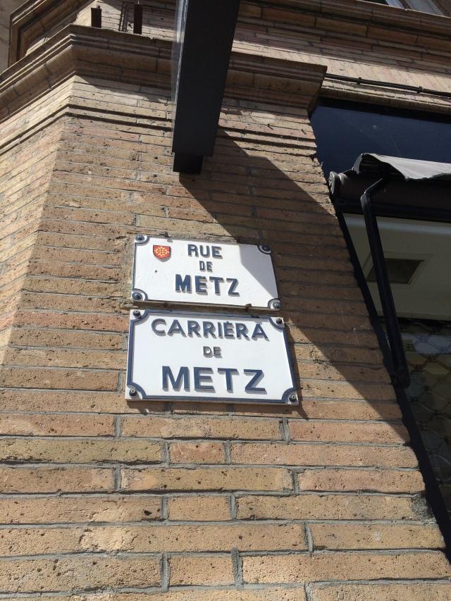 Street signs bilingual