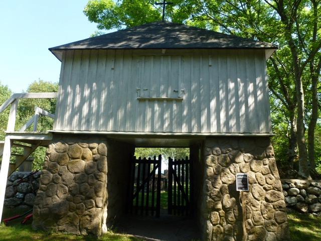 Entrance to cemetery on Vrango